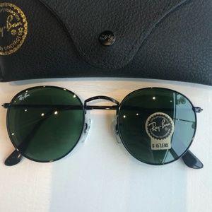 Dark green lenses ray ban sunglasses